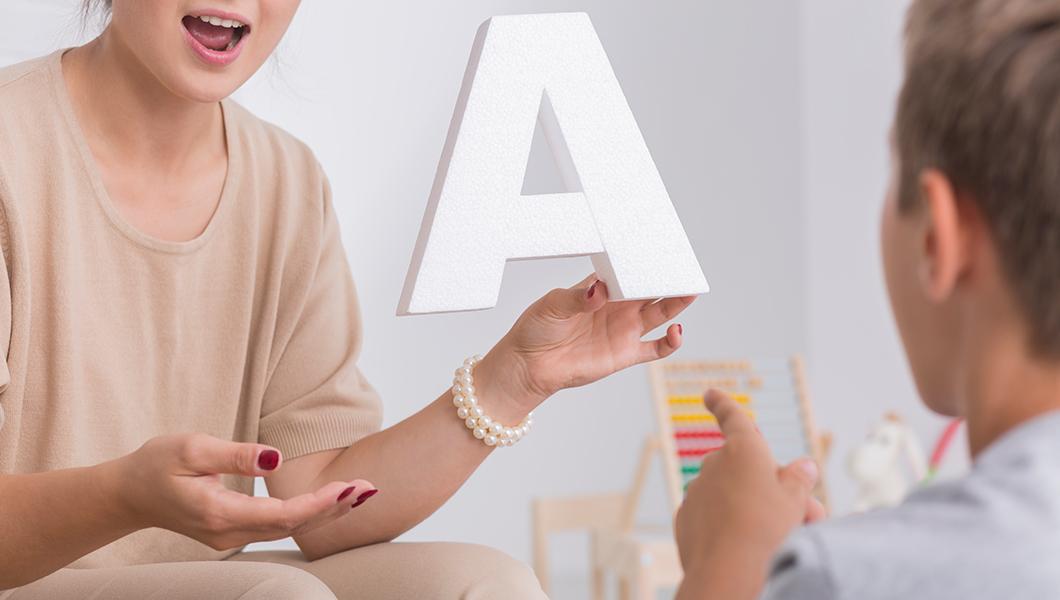 Disfemia: ¿qué la provoca y cómo se trata?